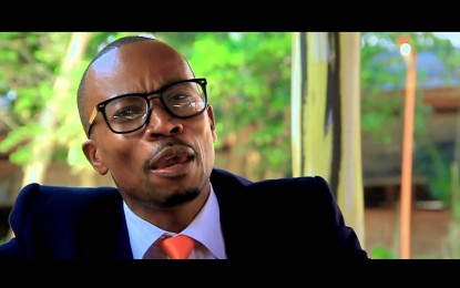 "Raba Video nsha y'umumenyeshamakuru "" Eddy Kamoso "" Moto (Official Video)"