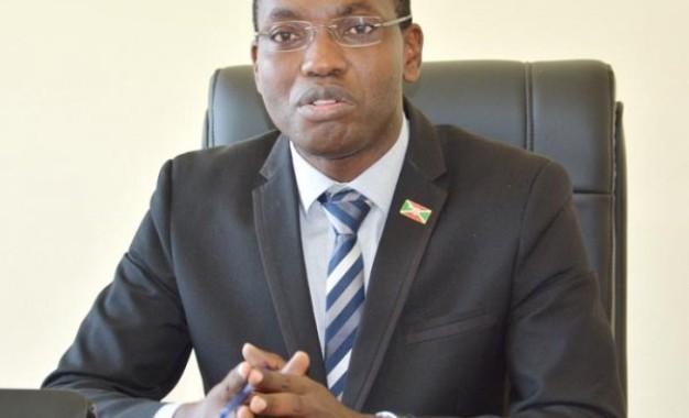 """Kuvyerekeye amaradiyo yugawe kandi akongera agaturirwa, Willy Nyamitwe yagize ico avuga """" Raba hano"""